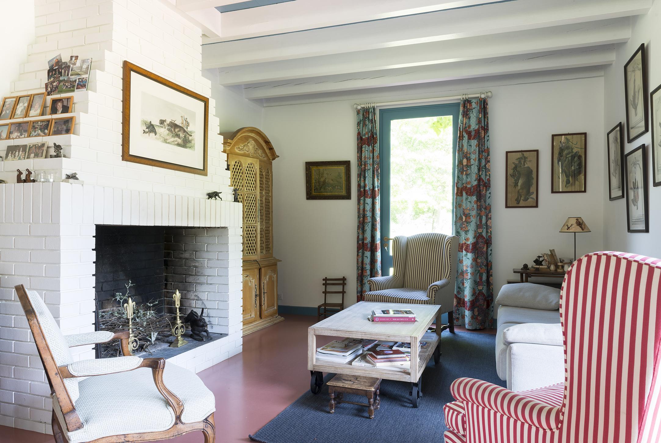 Lala Architectes_Landes_Rénovation_Salon_Cheminée briquettes peintes