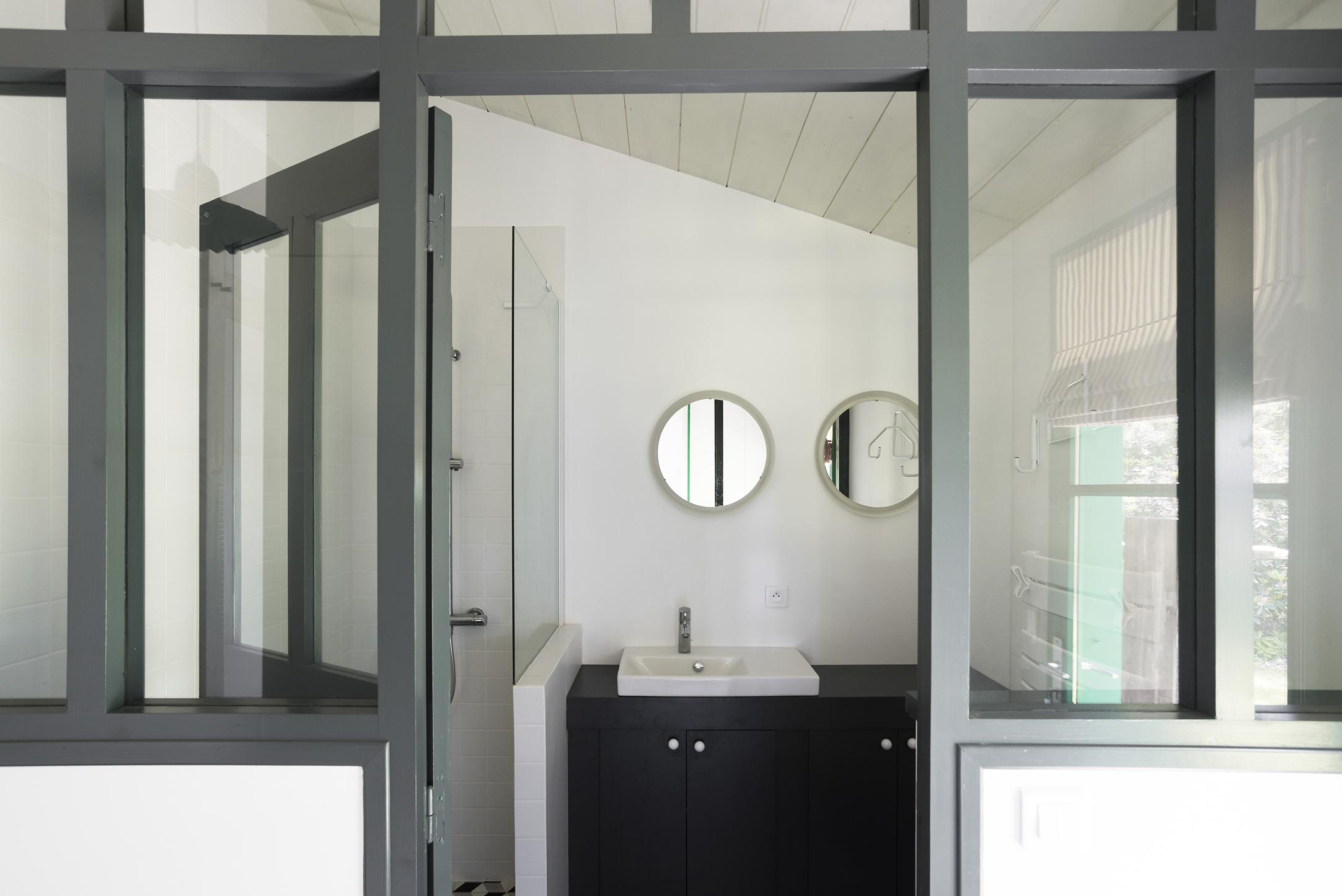 Lala Architectes_Maison_Landes_Salle de bain_Vitrage atelier_Lumineux