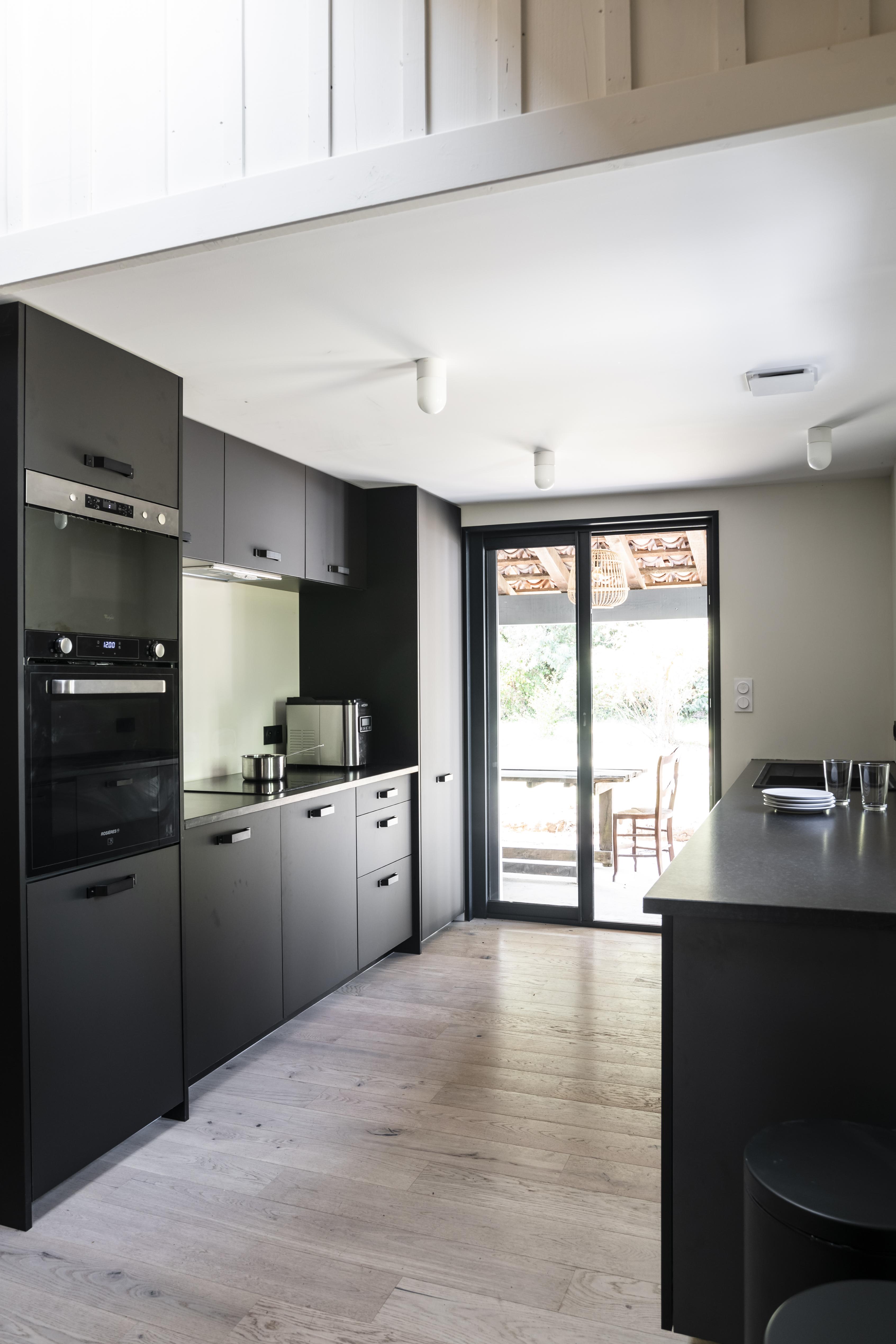 lalaarchitectes_Landes_renovationcuisine_noiretblanc-bardagebois