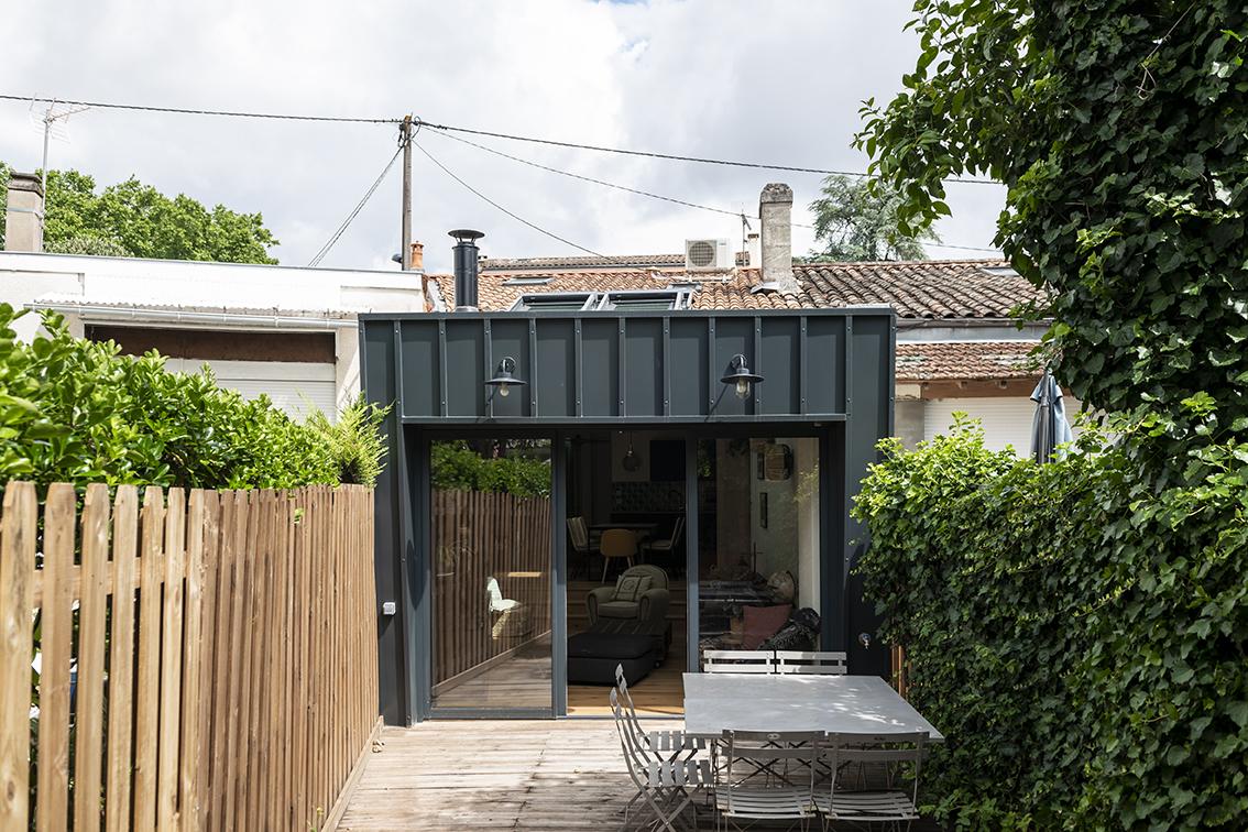 Rénovation_Echoppe_Lala-architectes_façade bac acier_Extension