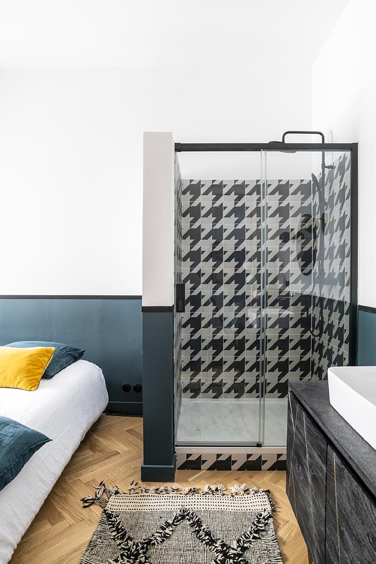 Rénovation_appartement_lala-architectes_bordeaux_Chambre_salled'eau_Graphique_Carrelage pied poule