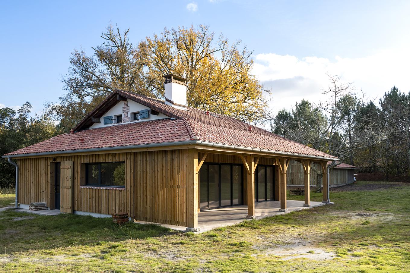 Lalaarchitectes_Landes_Rénovation_facademiseenvaleur_briquette_Auventbois
