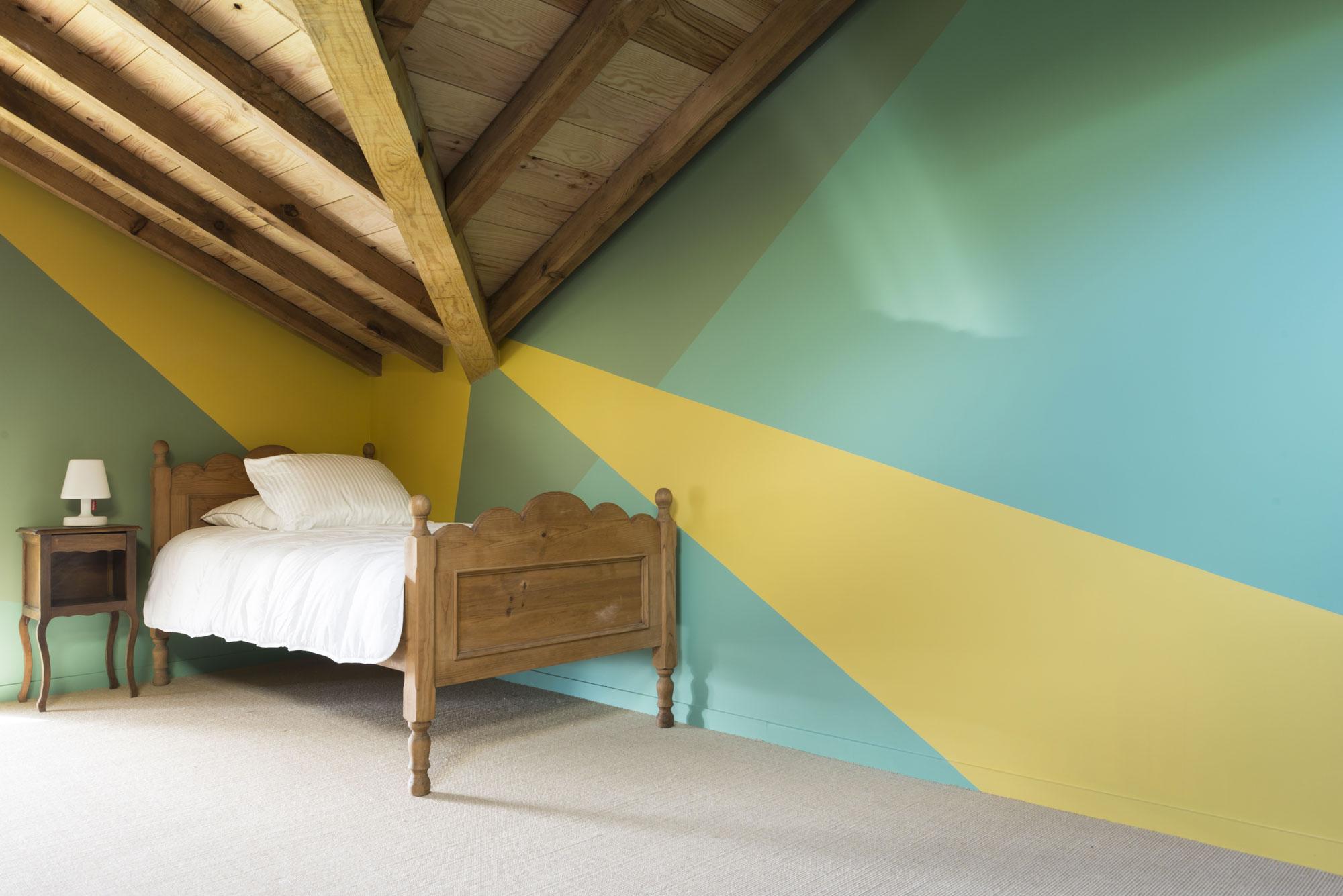 Lala Architectes-landes-renovation-peinture couleur-charpente-dortoir enfants