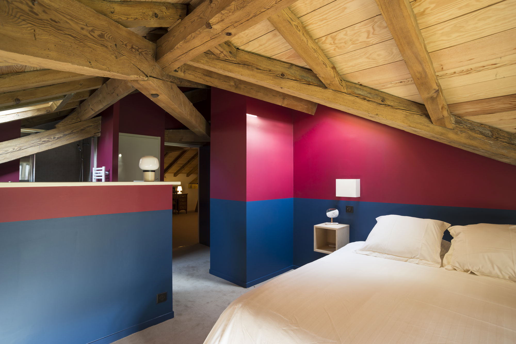 Lala Architectes-landes-renovation-peinture couleur-charpente-chambre parents