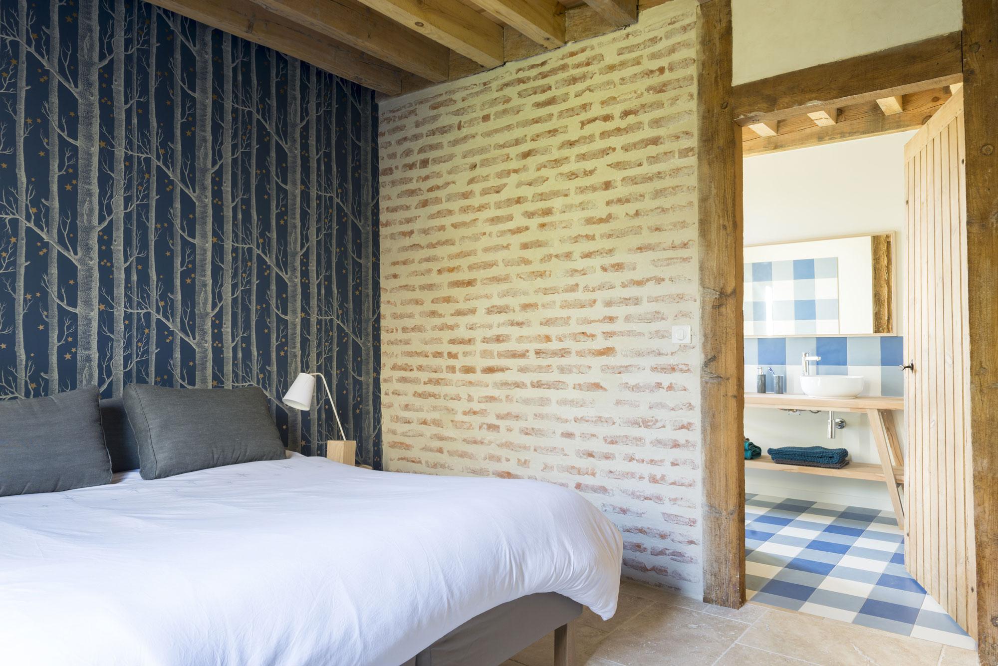 Lala Architectes-landes-renovation-briquette-papier peint-chambre