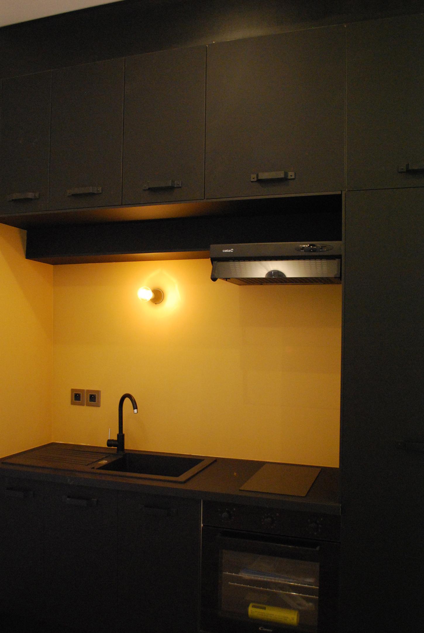 Studio Rénovation Bordeaux Centre_Cuisine_Noir/Jaune Indien